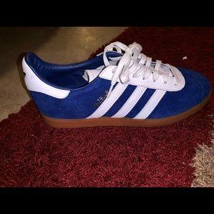 Adidas 8.5 men's shoe